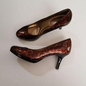 Kelly & Katie | Leopard print shiny pumps 6